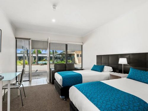 comfort-inn-suites-manhattan-deluxe-twin-image-01