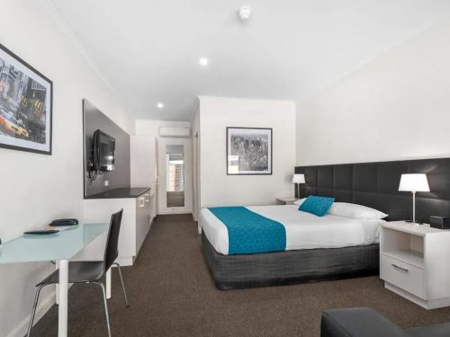 comfort-inn-suites-manhattan-executive-room-image